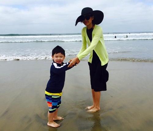 Facebook sao Việt: Sơn Tùng M-TP dẫn thời sự VTV, Hoàng Thùy Linh rạng ngời đón sinh nhật 8