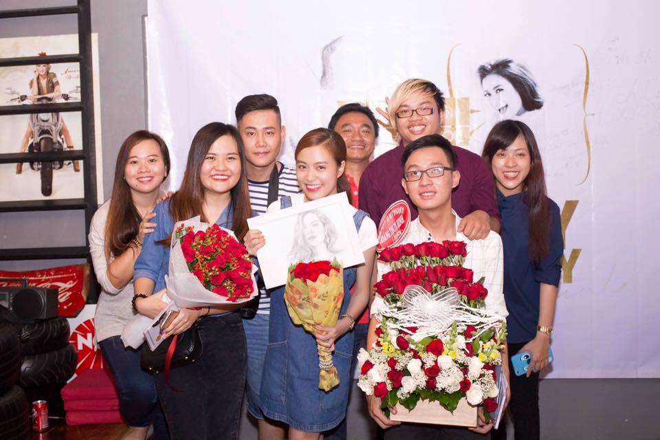 Facebook sao Việt: Sơn Tùng M-TP dẫn thời sự VTV, Hoàng Thùy Linh rạng ngời đón sinh nhật 2