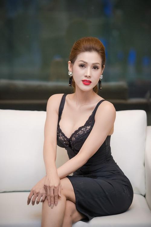 Hình ảnh Ba sao Việt đọ đường cong với váy bó sát số 6
