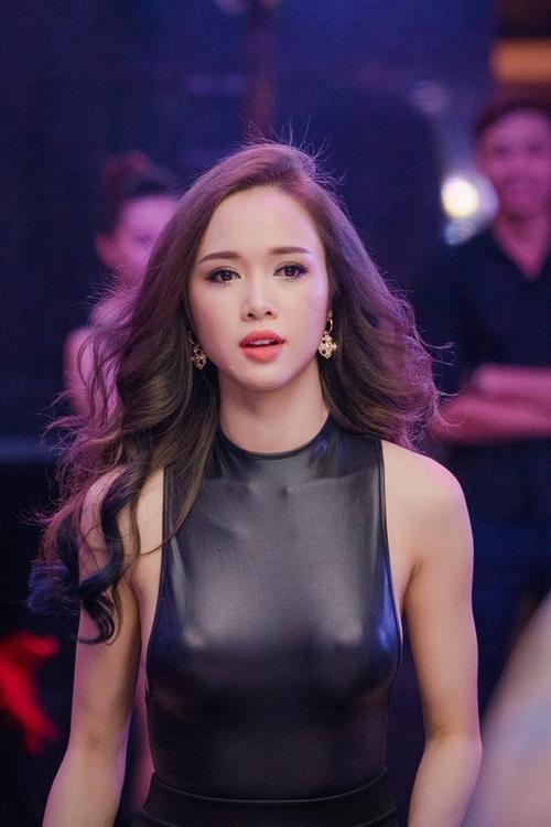 Hình ảnh Ba sao Việt đọ đường cong với váy bó sát số 2