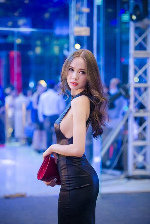 Hình ảnh Ba sao Việt đọ đường cong với váy bó sát số 4