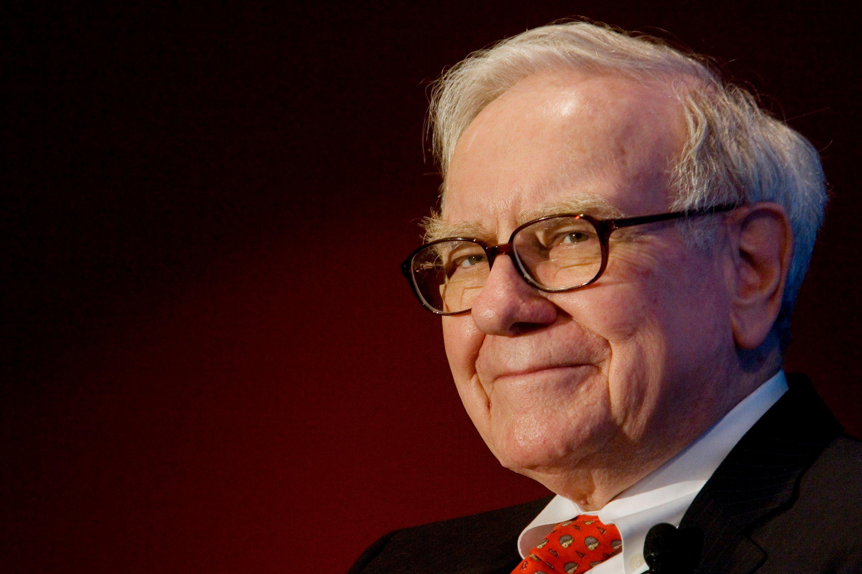 Hình ảnh Warren Buffett và thương vụ khủng tuổi xế chiều số 1