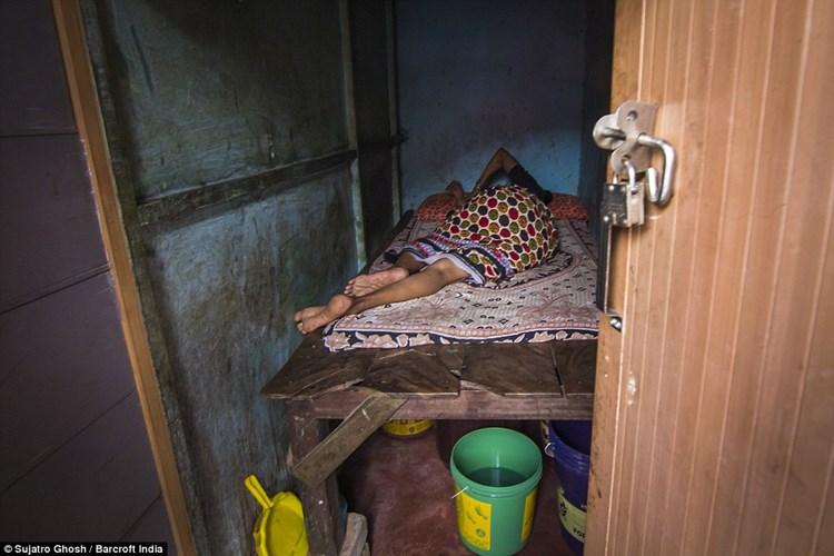 Cận cảnh cuộc sống của gái mại dâm ở khu đèn đỏ lớn nhất châu Á 3