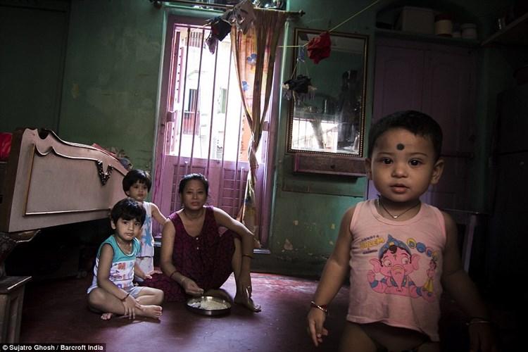 Cận cảnh cuộc sống của gái mại dâm ở khu đèn đỏ lớn nhất châu Á 8