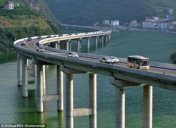 Ngắm đường cao tốc giữa lòng sông đẹp nhất Trung Quốc 3