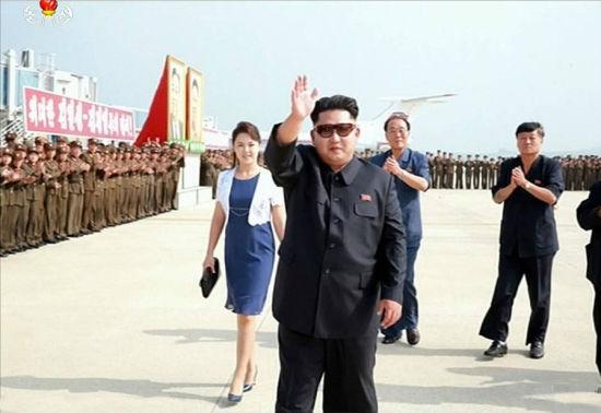 Kim Jong-un thân chinh ra sân bay đón đội bóng đá nữ quốc gia 2