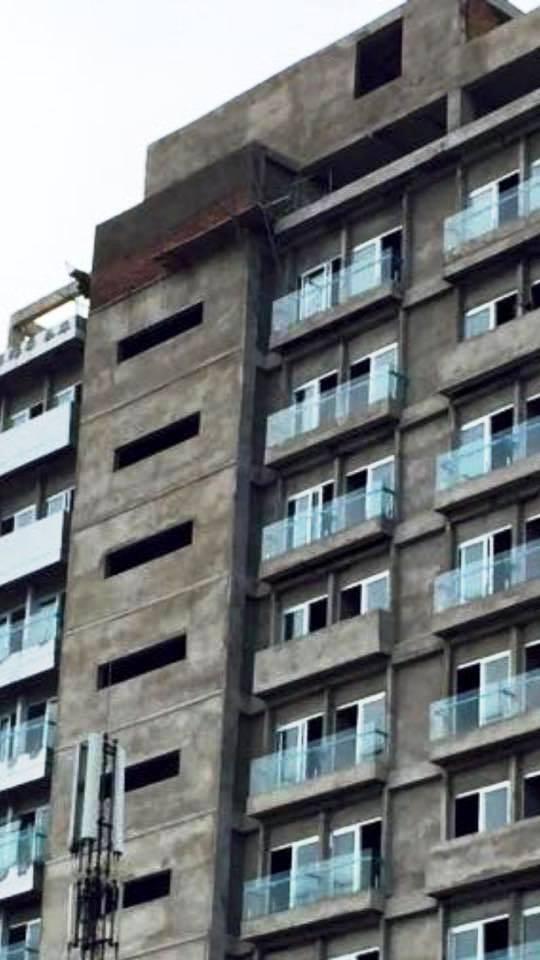 Sập giàn giáo công trình khách sạn 12 tầng, 3 người tử vong 1