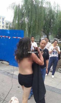 Trung Quốc: Người đàn ông tẩm xăng, thiêu vợ cũ giữa đường 2