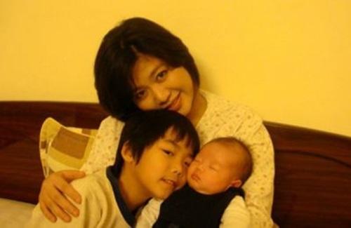 Cuộc sống khi làm mẹ đơn thân của 3 Hoa hậu Việt Nam 9