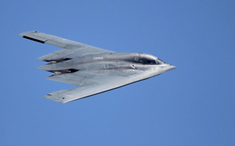Mỹ đưa máy bay ném bom hiện đại nhất tới châu Á - Thái Bình Dương 1