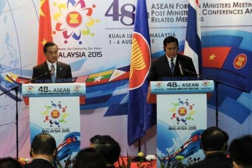 """""""Mê"""" người đồng cấp Trung Quốc, Ngoại trưởng Thái Lan bị chỉ trích 1"""