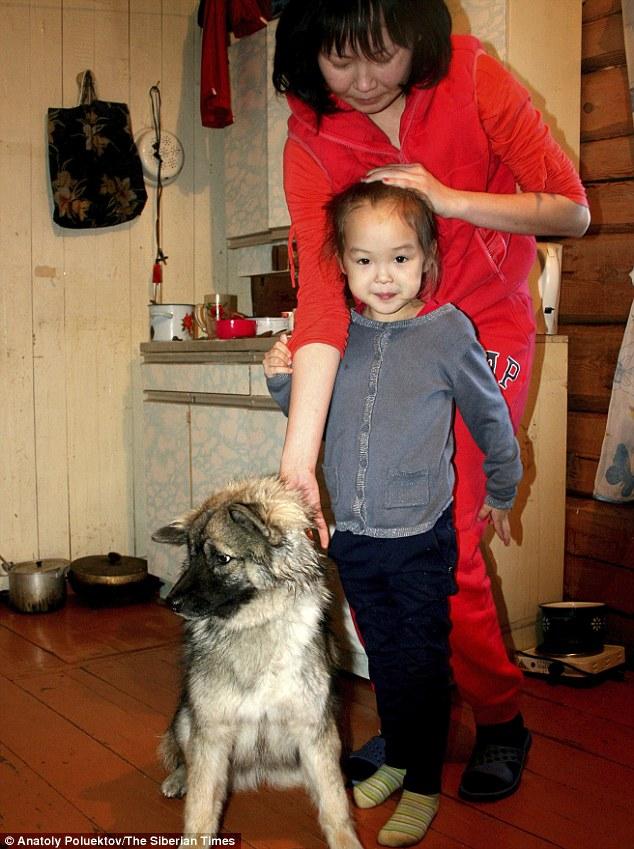 Sự phục hồi kỳ diệu của cô bé 4 tuổi ở 12 đêm trong rừng già Siberia 1