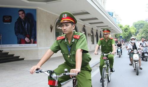 Hình ảnh Công an Hà Nội đạp xe đi tuần thử quanh hồ Hoàn Kiếm số 4