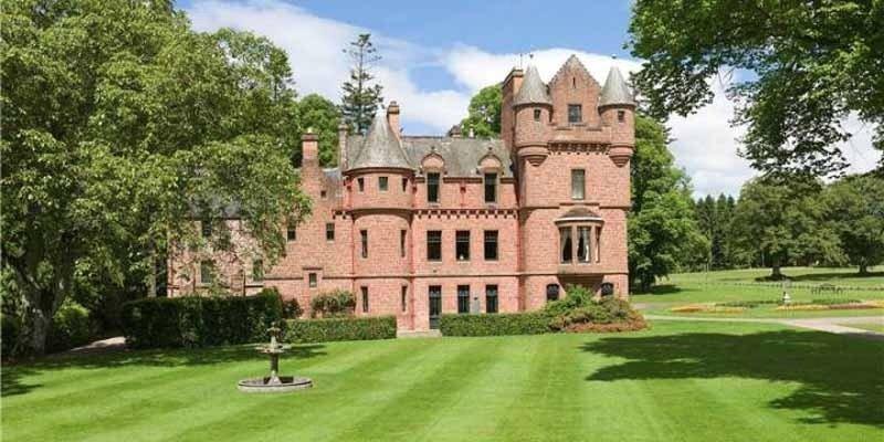 Taylor Swift mua lâu đài trăm tỷ gần nhà bạn trai? 1