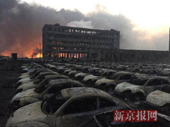 Vụ nổ ở Trung Quốc khiến hàng trăm xe ô tô cháy rụi 1