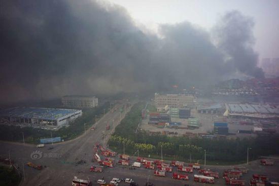 Vụ nổ ở Trung Quốc khiến hàng trăm xe ô tô cháy rụi 7