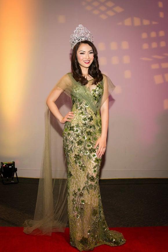 Hoa hậu Jennifer Chung khoe vẻ đẹp lộng lẫy với váy dạ hội 2