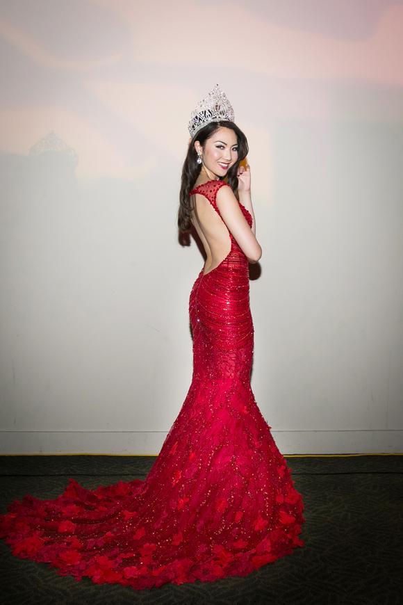 Hoa hậu Jennifer Chung khoe vẻ đẹp lộng lẫy với váy dạ hội 5