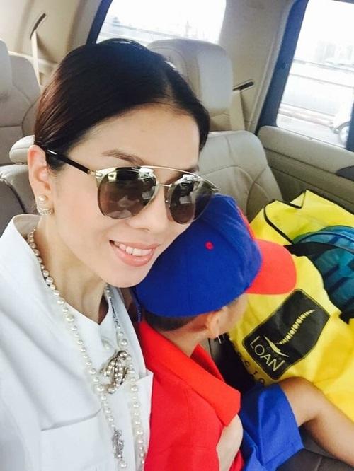 Facebook sao Việt: Khánh Thi, Phan Hiển hạnh phúc bên con trai 14