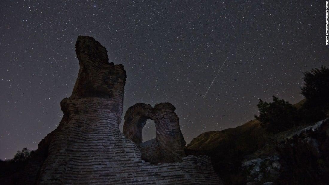 Chùm ảnh: Ngắm mưa sao băng Perseid đêm 12/8 từ khắp nơi trên thế giới 2