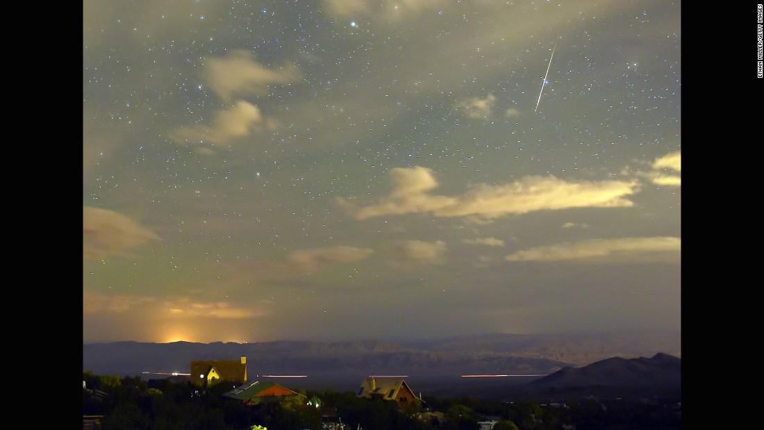Chùm ảnh: Ngắm mưa sao băng Perseid đêm 12/8 từ khắp nơi trên thế giới 3