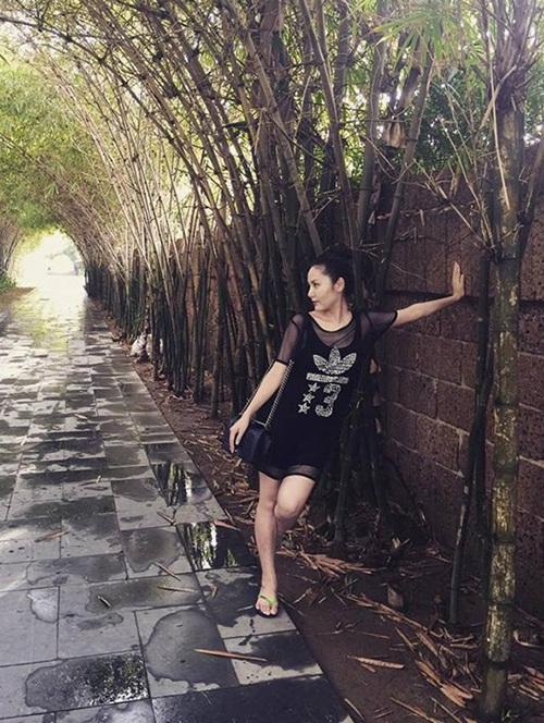 Facebook sao Việt: Khánh Thi, Phan Hiển hạnh phúc bên con trai 12