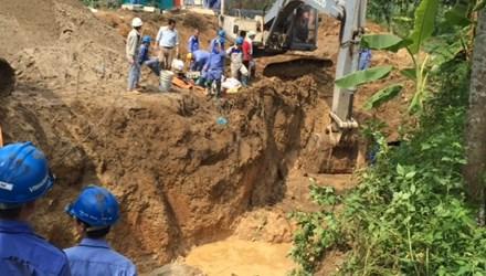 Đường ống nước sông Đà vỡ lần thứ 13, hàng vạn hộ dân bị ảnh hưởng 1