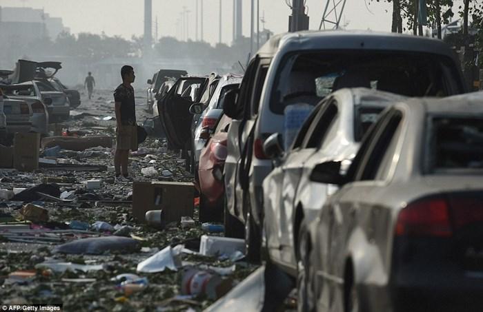 Hàng nghìn ôtô bị phá hủy sau vụ nổ ở Trung Quốc 1