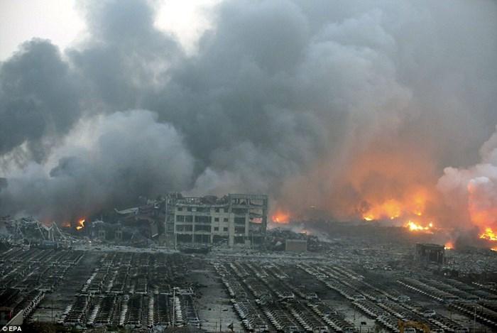 Hàng nghìn ôtô bị phá hủy sau vụ nổ ở Trung Quốc 12
