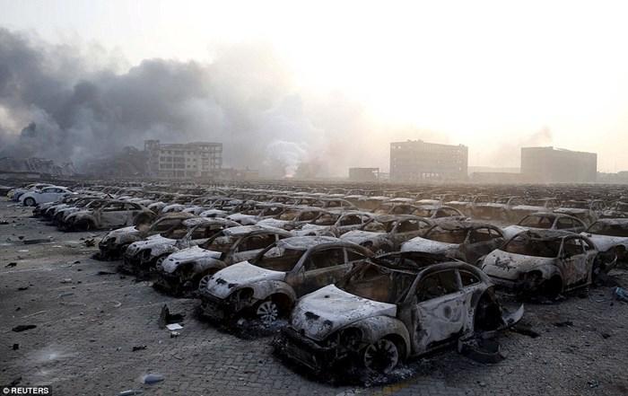 Hàng nghìn ôtô bị phá hủy sau vụ nổ ở Trung Quốc 3