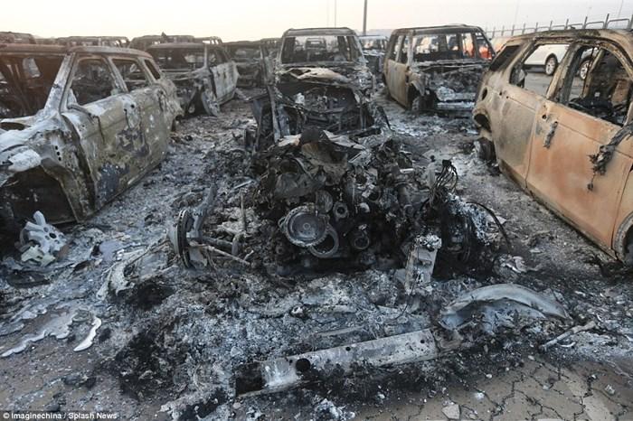 Hàng nghìn ôtô bị phá hủy sau vụ nổ ở Trung Quốc 5
