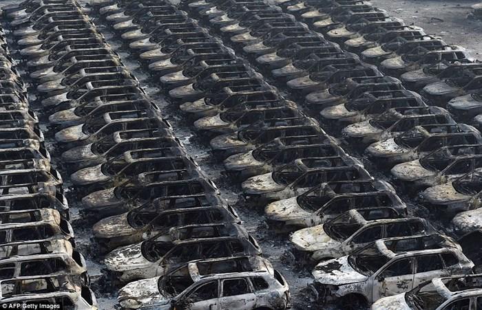 Hàng nghìn ôtô bị phá hủy sau vụ nổ ở Trung Quốc 6