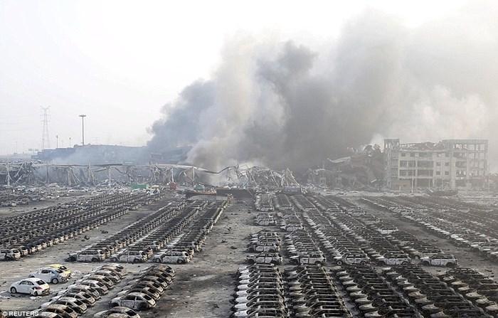 Hàng nghìn ôtô bị phá hủy sau vụ nổ ở Trung Quốc 7