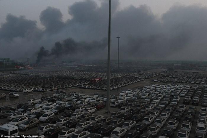 Hàng nghìn ôtô bị phá hủy sau vụ nổ ở Trung Quốc 9