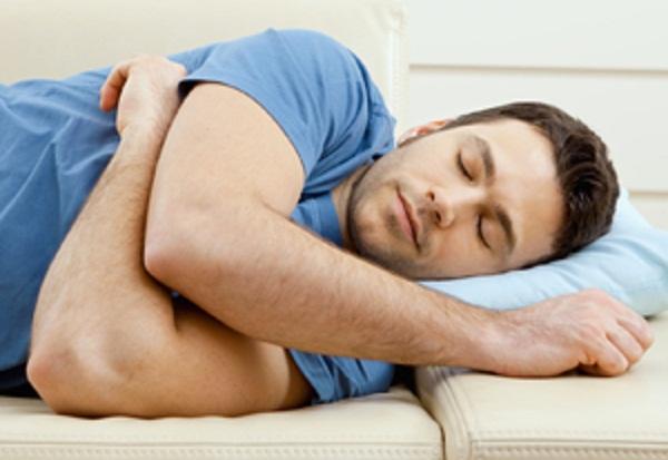 Nằm ngủ nghiêng bên trái và những lợi ích bất ngờ 1