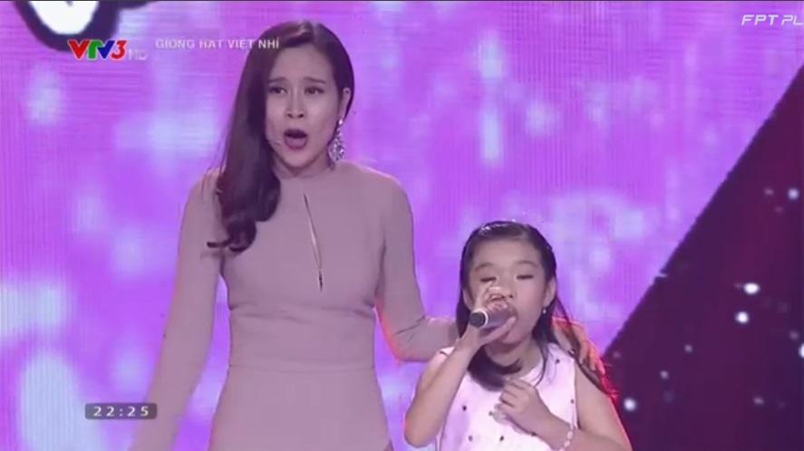 Giọng hát Việt nhí 2015 tập 5: Hồ Hoài Anh thán phục trước giọng hát cô bé ốc tiêu 1