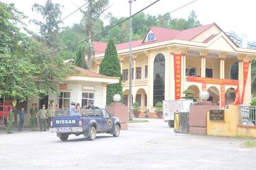 Di lý nghi phạm giết 4 người về trụ sở CA tỉnh Yên Bái 1