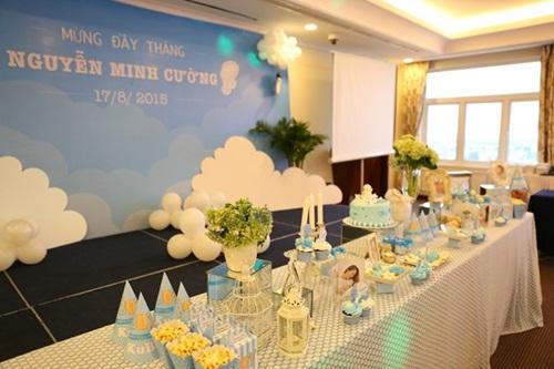 Khánh Thi - Phan Hiển hạnh phúc làm tiệc đầy tháng cho con trai 2