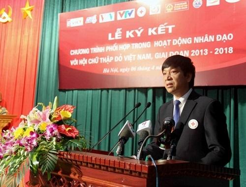 Người dân vùng lũ Quảng Ninh nhận hàng cứu trợ