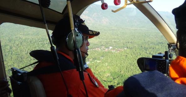 Tìm thấy mảnh vỡ máy bay Indonesia chở 54 người đâm vào núi 1