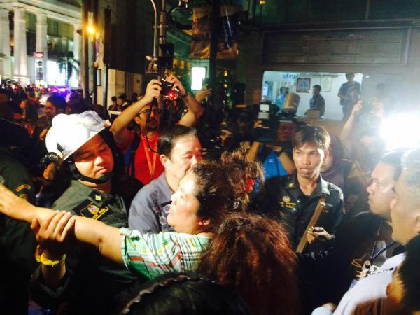 Cận cảnh hiện trường vụ đánh bom trung tâm Bangkok, hàng chục người chết 3