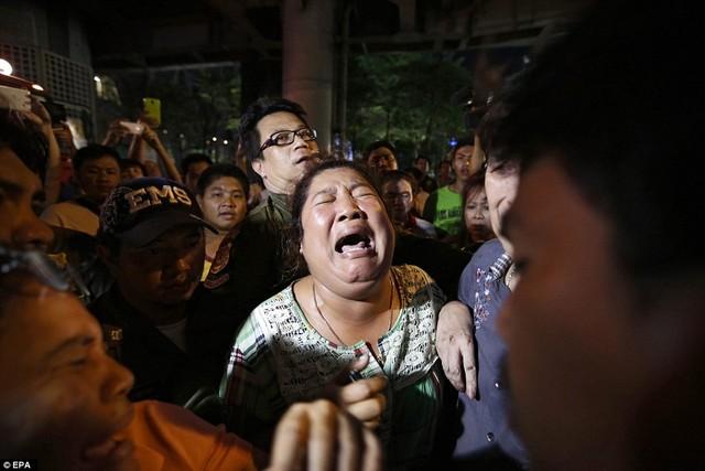 Cận cảnh hiện trường vụ đánh bom trung tâm Bangkok, hàng chục người chết 7