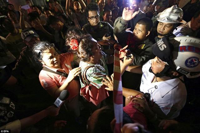 Cận cảnh hiện trường vụ đánh bom trung tâm Bangkok, hàng chục người chết 9