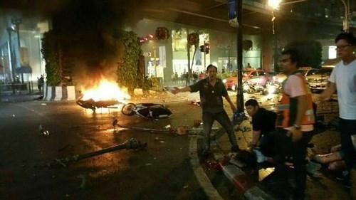 Cận cảnh hiện trường vụ đánh bom trung tâm Bangkok, hàng chục người chết 13