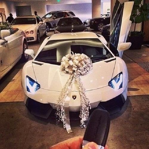 Choáng ngợp với cuộc sống xa hoa của hội con nhà giàu ở Dubai 9