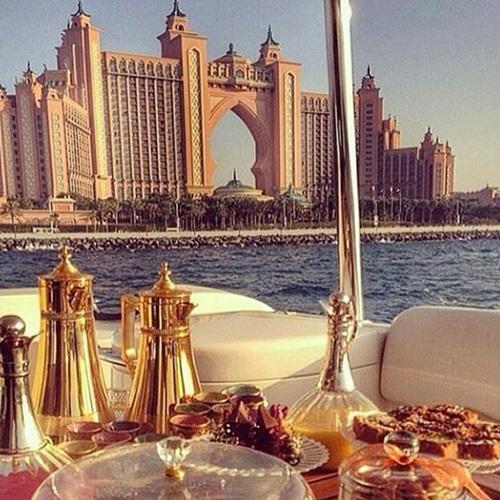 Choáng ngợp với cuộc sống xa hoa của hội con nhà giàu ở Dubai 4