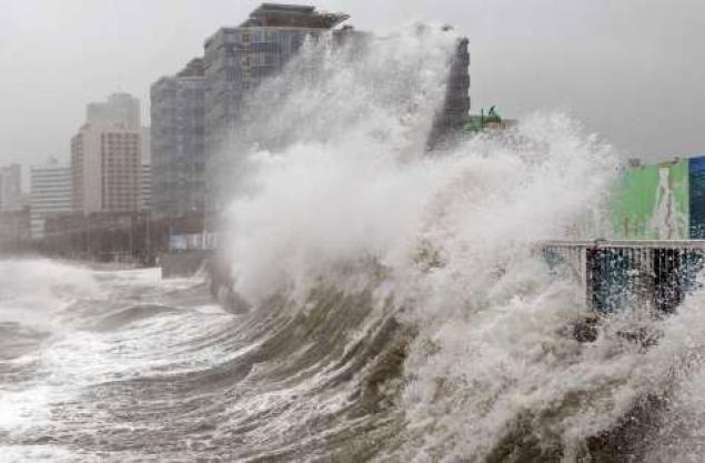 Bão GONI áp sát biển Đông, giật trên cấp 17 1