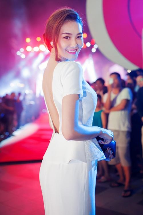 Linh Chi rạng ngời trong buổi ra mắt phim của Trần Bảo Sơn 2