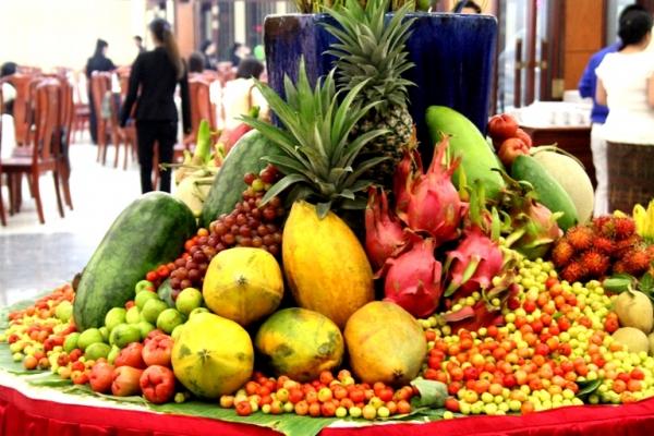 Bán hoa quả, đồ chay, kiếm bộn tiền trong tháng cô hồn 1