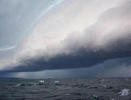 Bão GONI giật cấp 17 đang hoành hành trên biển 1